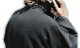 Ιερέας έκλεβε κινητά